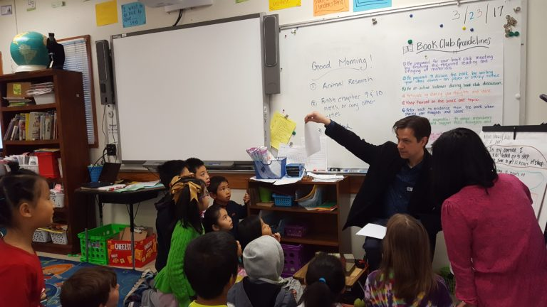 Uffe Bergeton talking to 2nd graders about Chinese culture