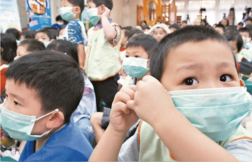 Taiwan distributes face masks to school children